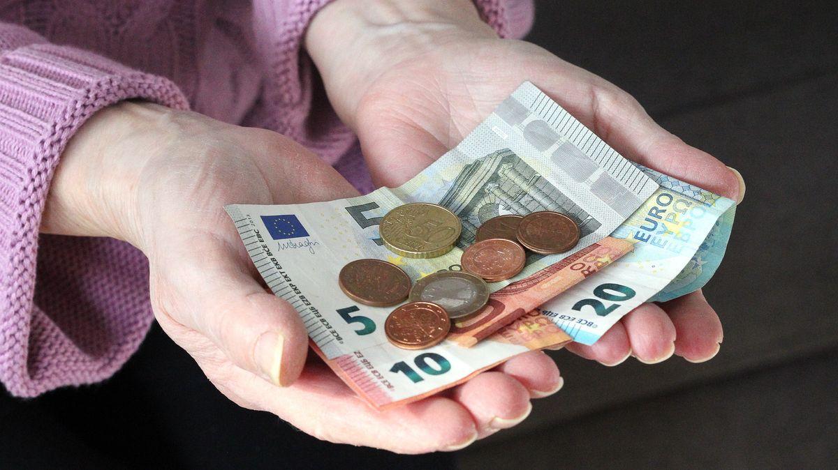 Der Landkreis München hat mit Wohlfahrtsverbänden und Nachbarschaftshilfen eine Corona-Nothilfefonds ins Leben gerufen, der schnell und unbürokratisch helfen soll.