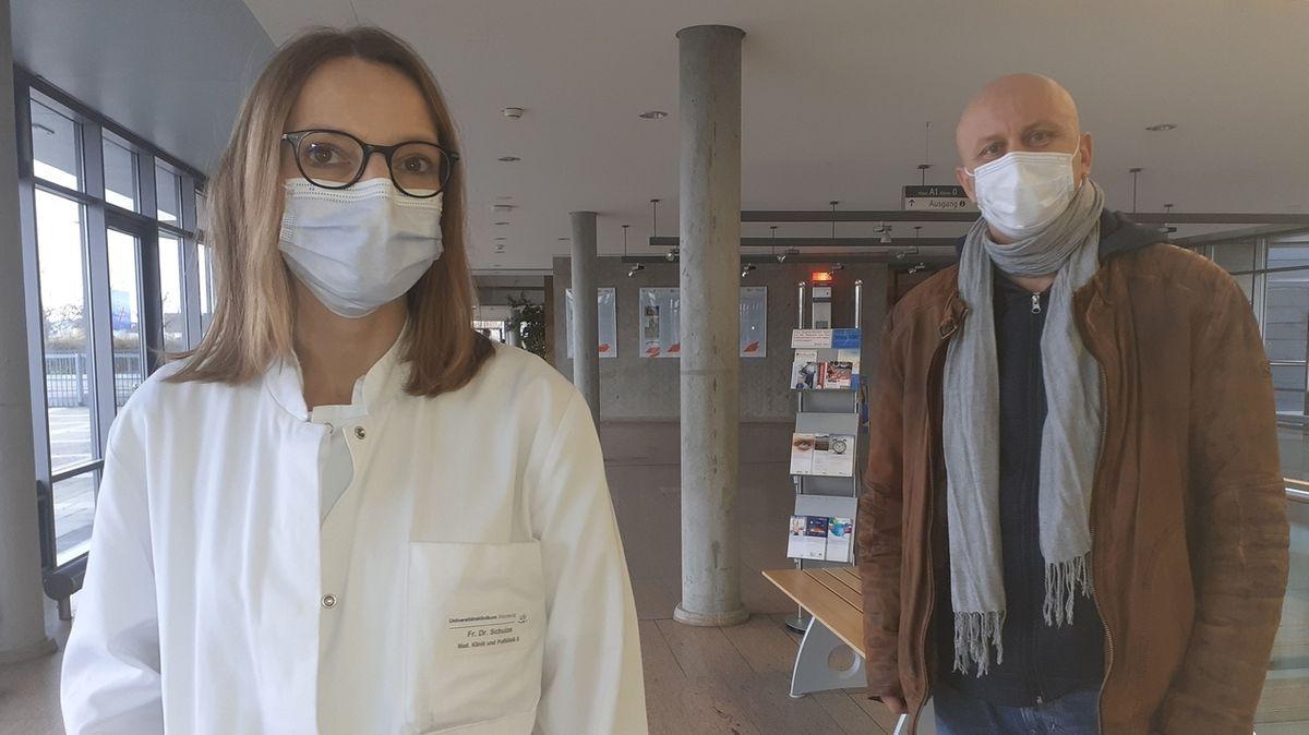 Oberärztin Dr. Petra Schulze und Jürgen Geiger, Mitarbeiter der Infektionsstation des Würzburger Universitätsklinikums