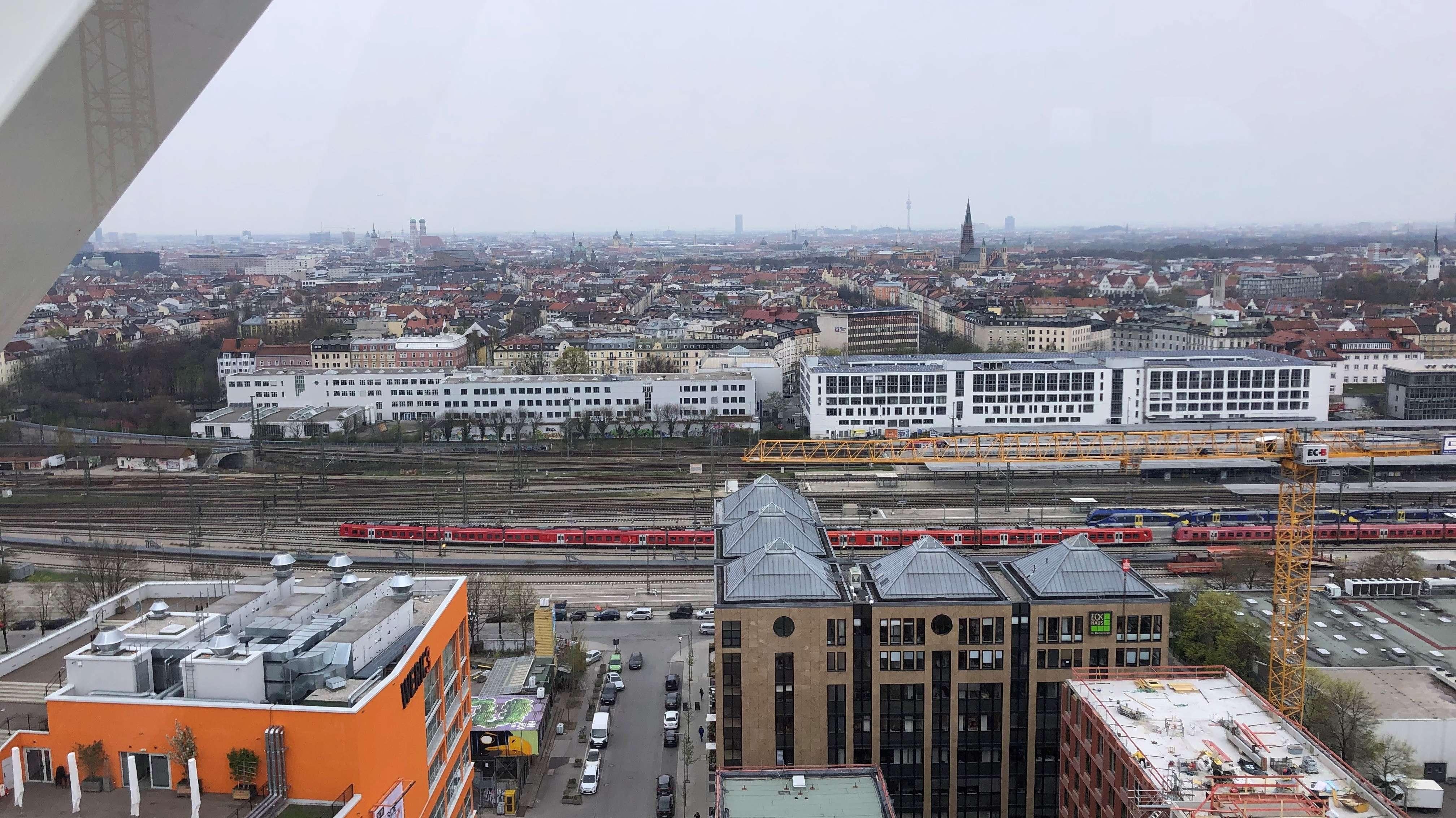 Blick vom neuen Riesenrad auf München