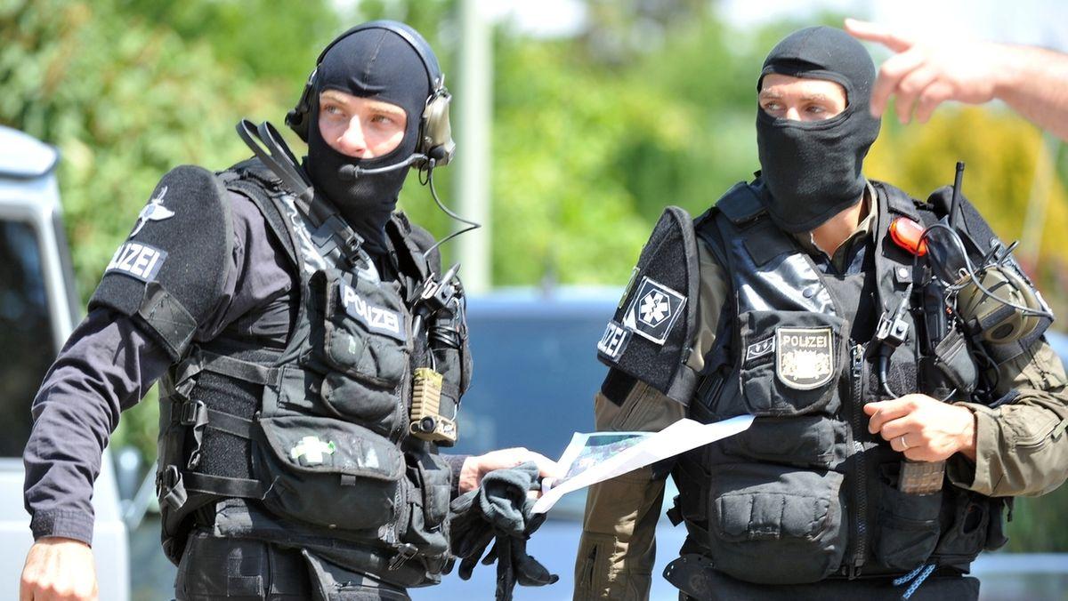 SEK-Beamte während eines Einsatzes (Symbolbild)