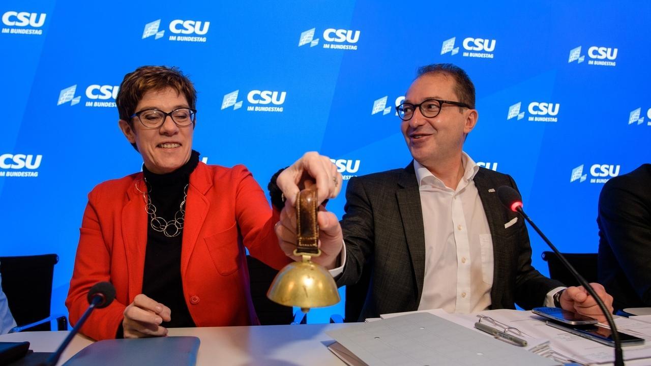 Annegret Kramp-Karrenbauer (CDU) und Alexander Dobrindt (CSU)