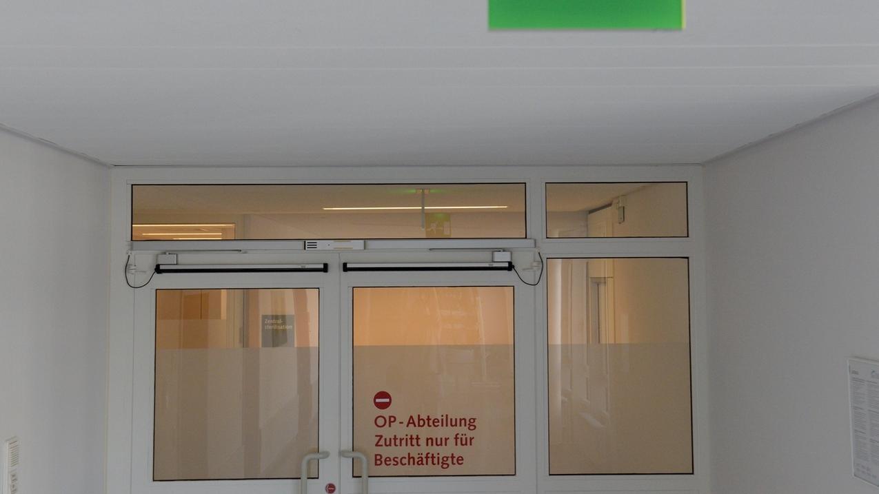 Nach Hepatitis-C-Infektionen in Donauwörth wird über die Drogenabhängigkeit des verdächtigen Arztes spekuliert.