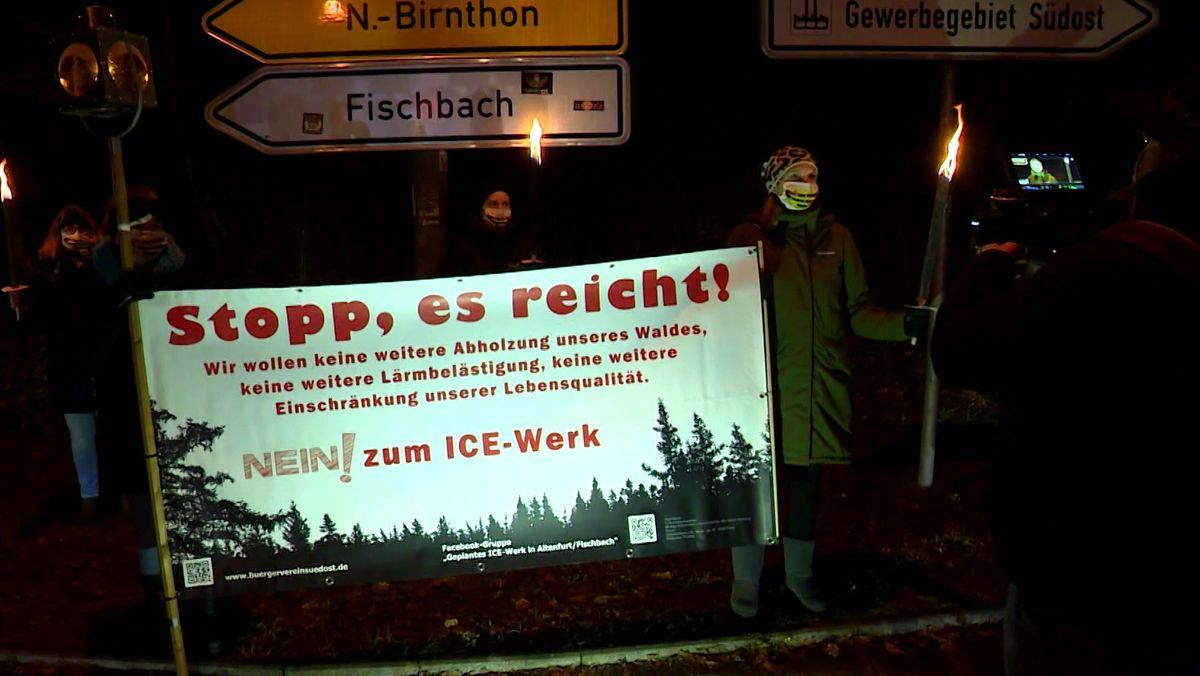 Das geplante ICE-Instandhaltungswerk bei Nürnberg-Fischbach stößt auf Widerstand. Anwohner haben gegen das Werk demonstriert.