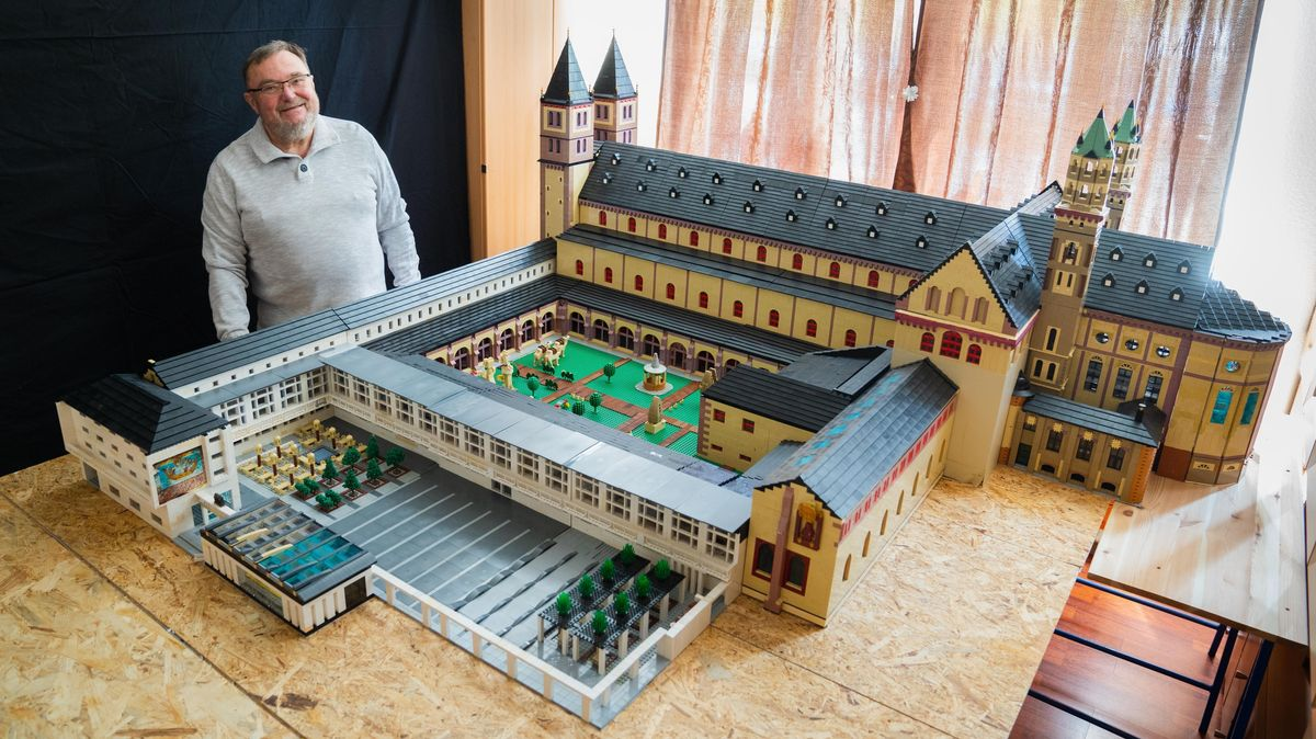 Kitzinger Tüftler baut Würzburger Dom aus Lego nach