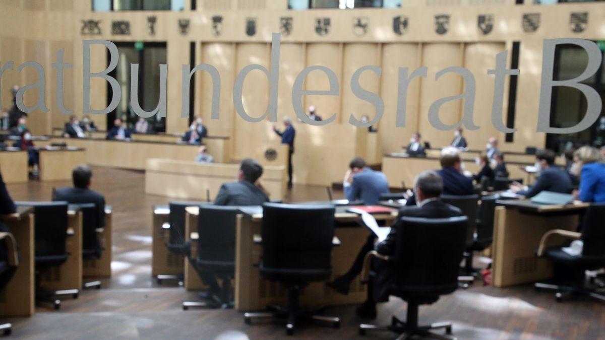 Der Bundesrat befasst sich in einer Sondersitzung mit dem neuen Infektionsschutzgesetz.