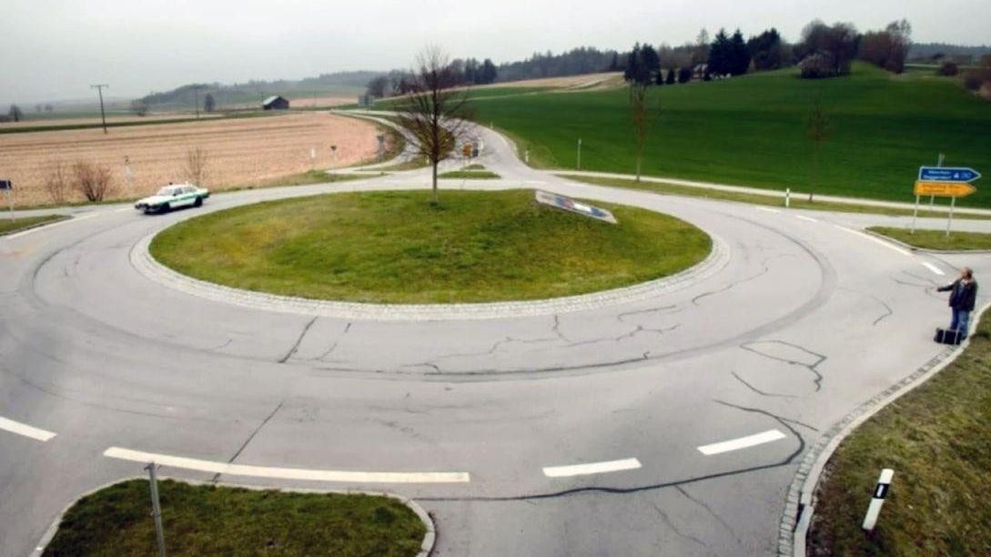 """Der """"Franz-Eberhofer-Kreisel"""" bei Frontenhausen im Landkreis Dingolfing-Landau"""