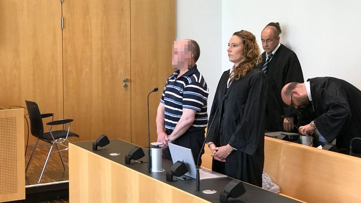 """Angeklagter und Vereidigung im """"Güllemord-Prozess"""" am Augsburger Landgericht"""