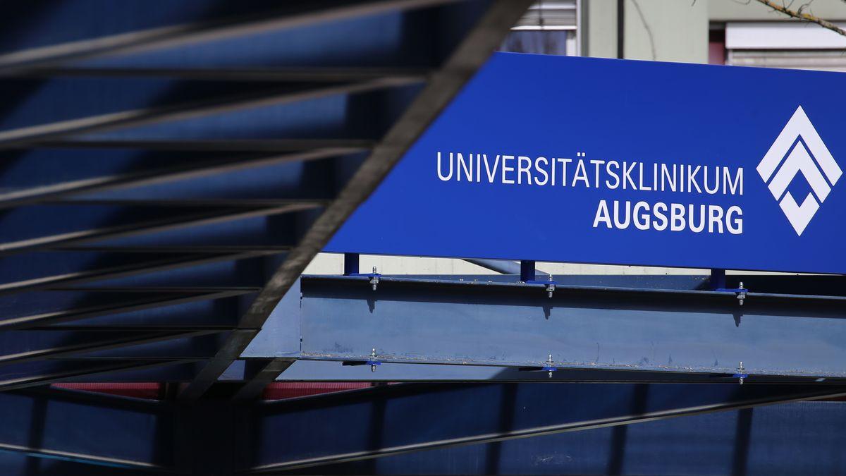 Schild: Universitätsklinikum Augsburg