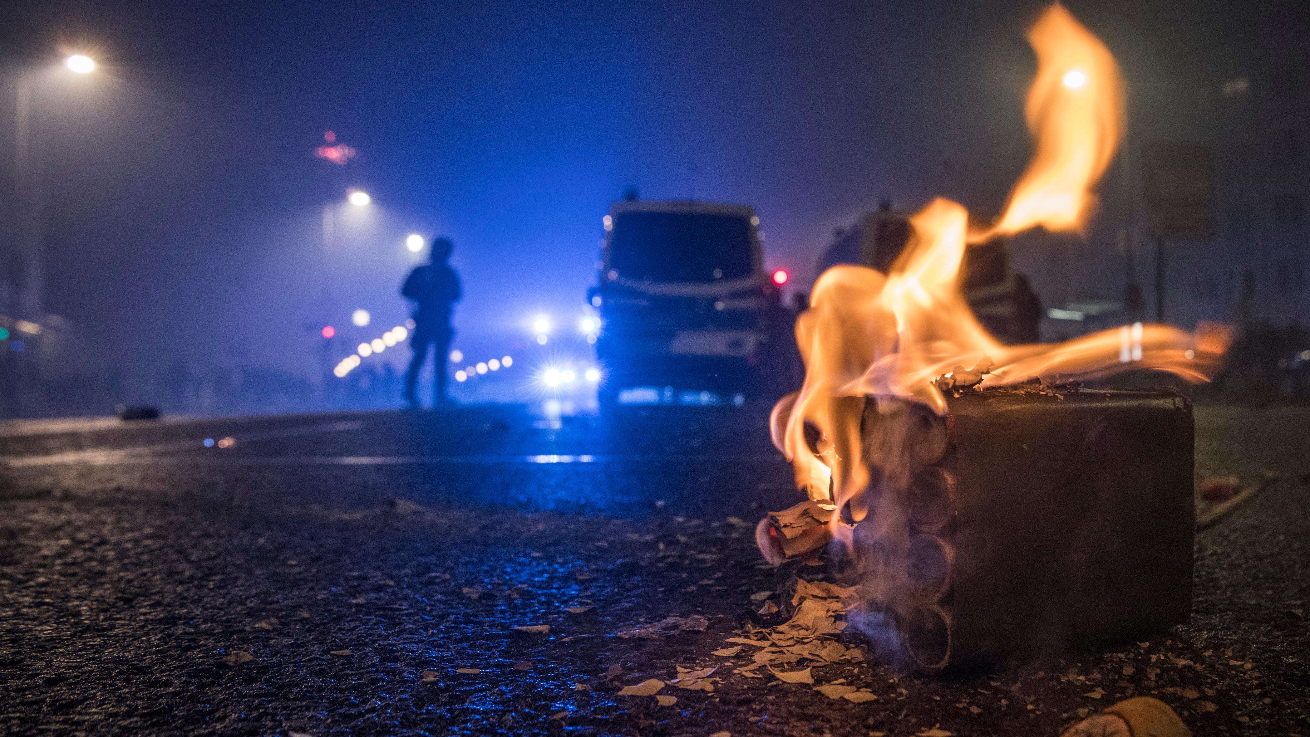 Die Polizei in Niederbayern ist an Silvester zu gut 250 Einsätzen gerufen worden. Es gab viele Ruhestörungen und einige kleinere Brände.