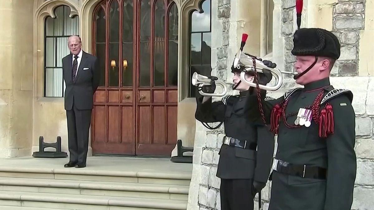Prinz Philip, Ehemann der britischen Königin Elizabeth II., ist tot. Er starb im Alter von 99 Jahren in Windsor. Das teilte der Buckingham-Palast mit. Impressionen aus seinem Leben.