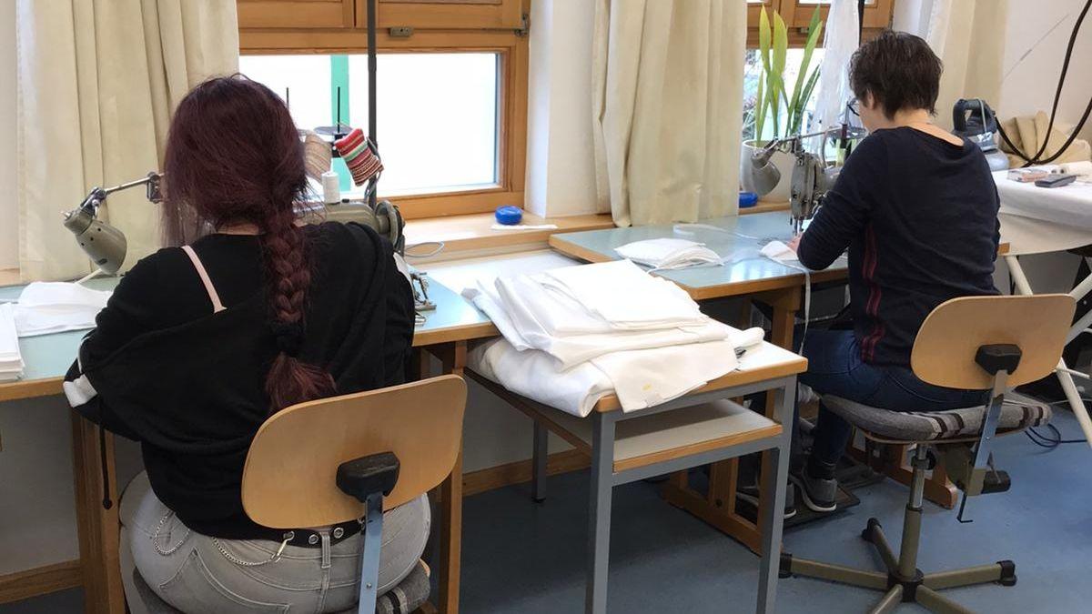Das Antonia-Werr-Zentrum in Wipfeld näht ehrenamtlich Mund-Nasen-Masken