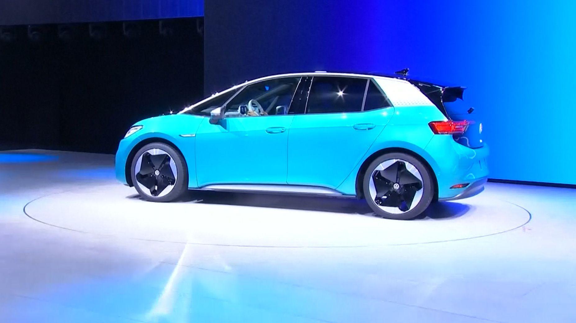 Noch vor dem Start der Messe hat VW seinen neuen Elektro-VW ID.3 vorgestellt.