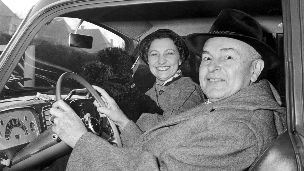 1960: Ministerpräsident Hans Ehard (CSU) unternimmt am 10. November - seinem 73. Geburtstag - mit seiner Frau Sieglinde einen Ausflug.