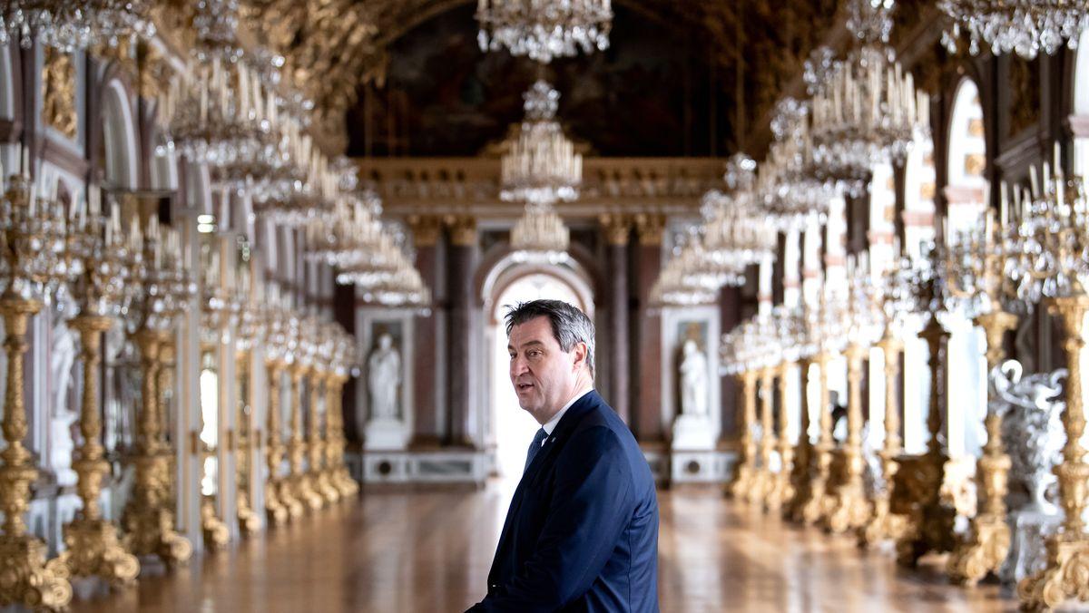 Archivbild: Ministerpräsident Söder im Spiegelsaal von Schloss Herrenchiemsee
