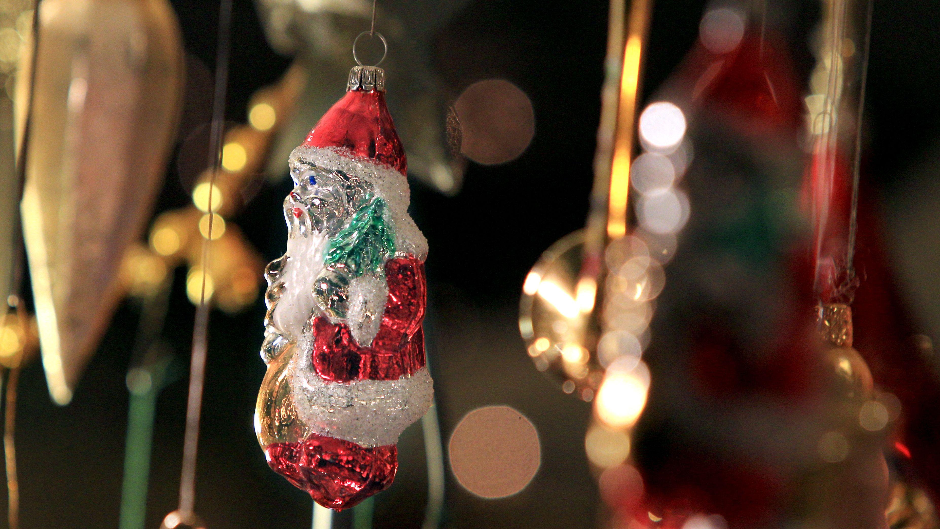 Weichnachtsschmuck auf dem Weihnachtsmarkt in Kempten (Archivbild)
