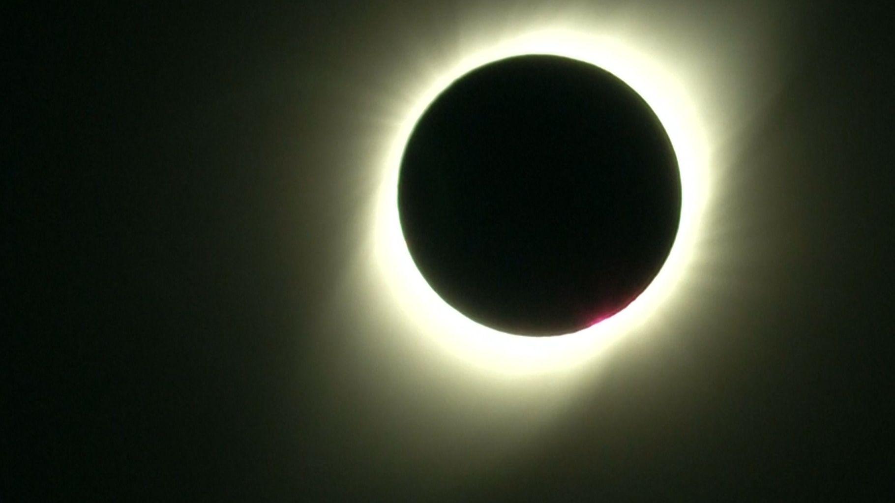 Mond verdeckt die Sonne
