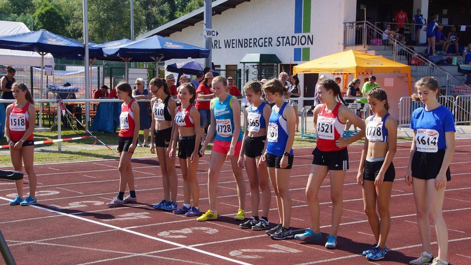 Start eines Rennens über 800 Meter in der Jugendklasse 2018 in Plattling