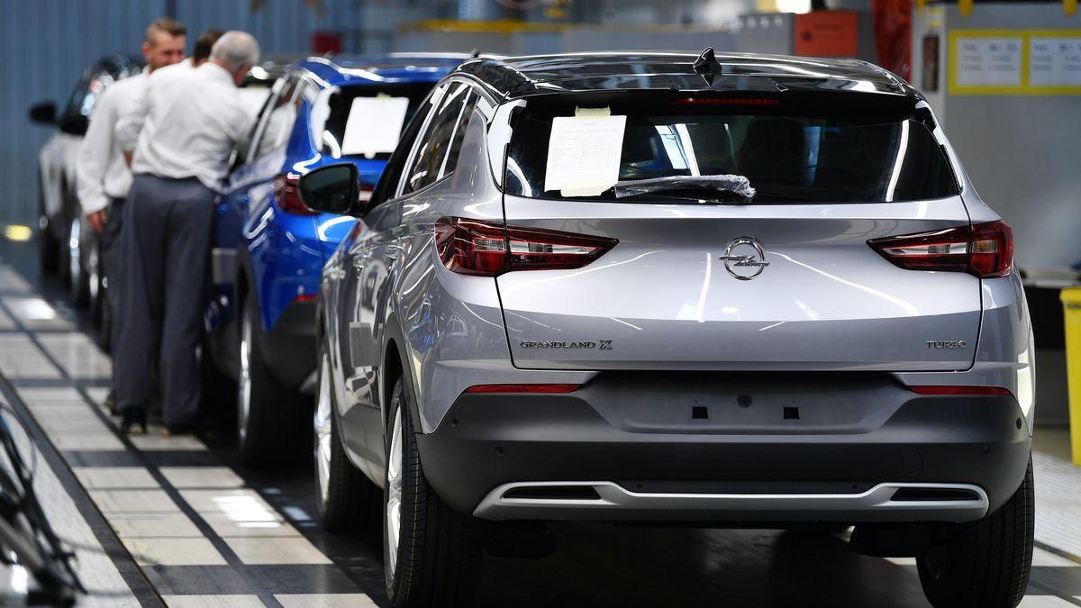 """Thüringen, Eisenach: Der SUV """"Grandland X"""" wird im Opel-Werk Eisenach montiert."""