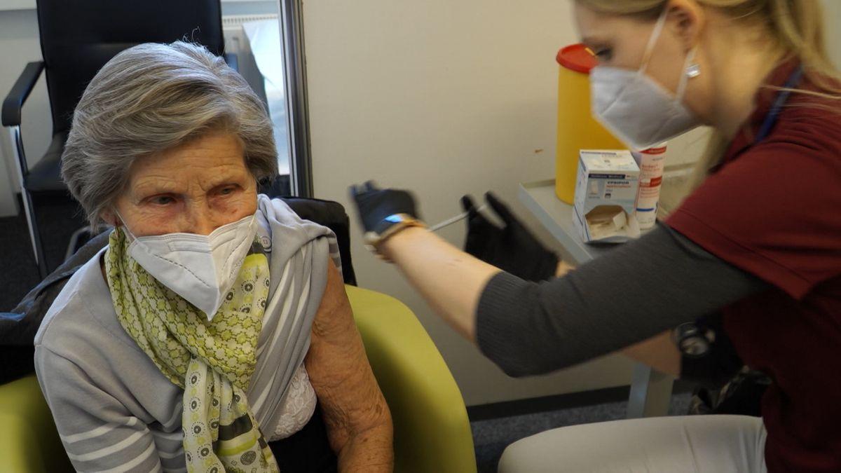 Impfung im Regensburger Impfzentrum