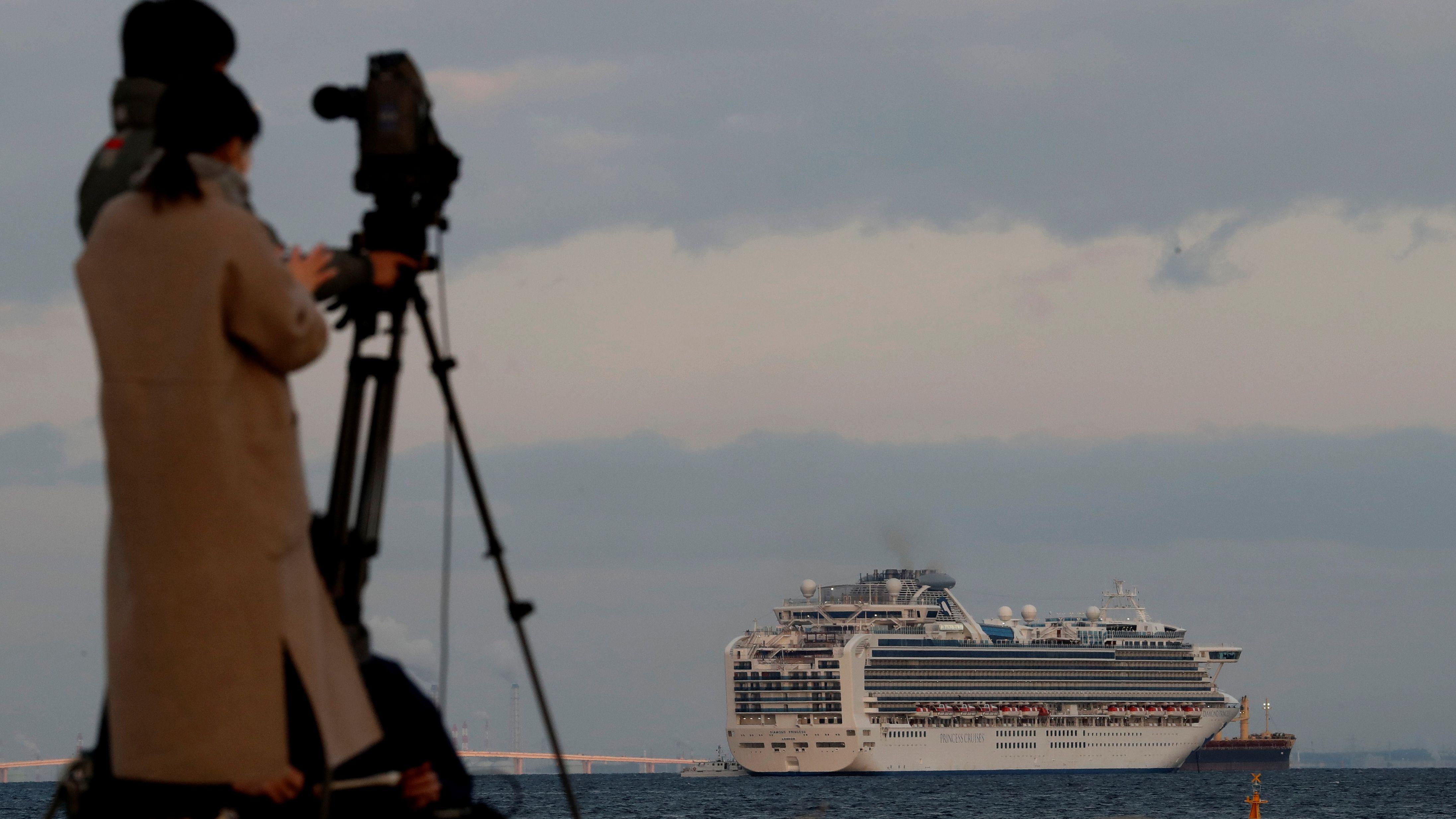 Japan, Hafen von Yokohama: Kreuzfahrtschiff unter Quarantäne