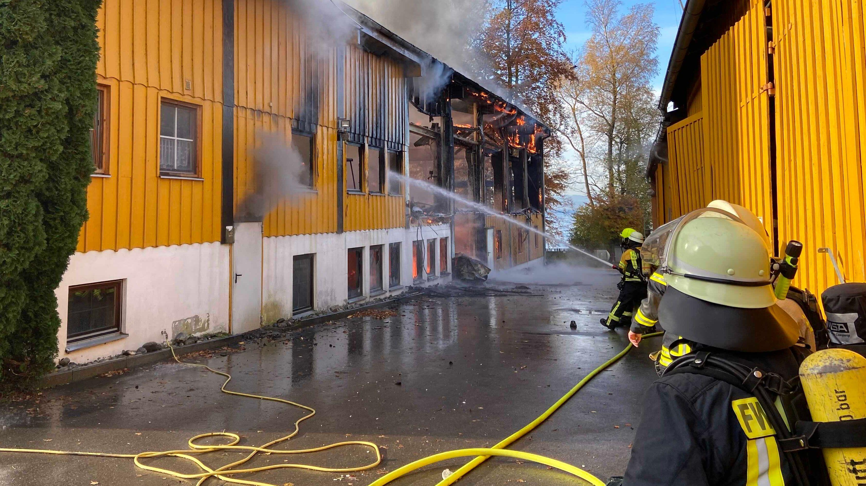 Werftgebäude am Bodensee brennt ab