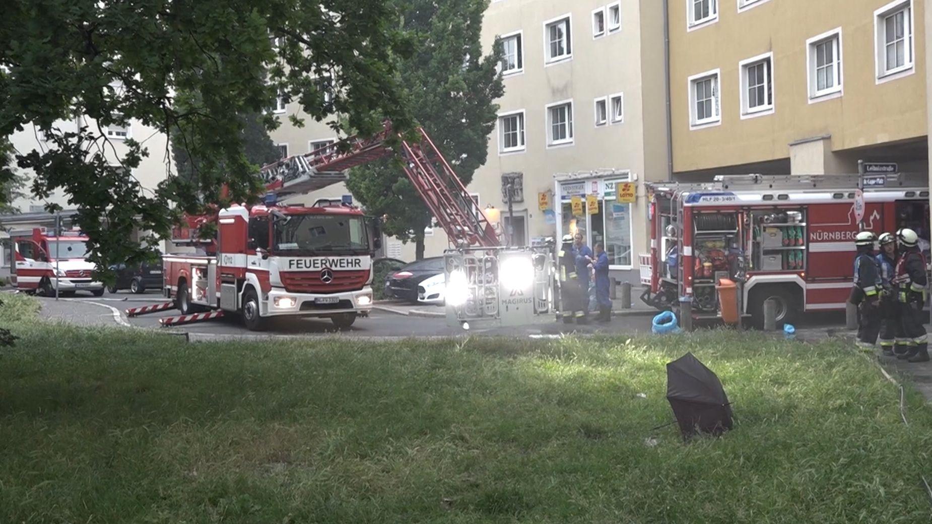 Nürnberg-Gibitzenhof: Bei einem Brand in einem Mehrfamilienhaus erlitten mehr als 20 Anwohner einer Rauchgasvergiftung.