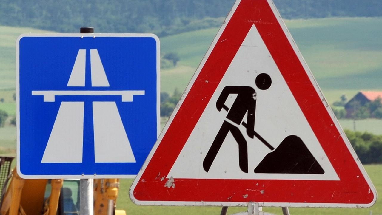 Bauarbeiten auf einer Autobahn (Symbolbild)