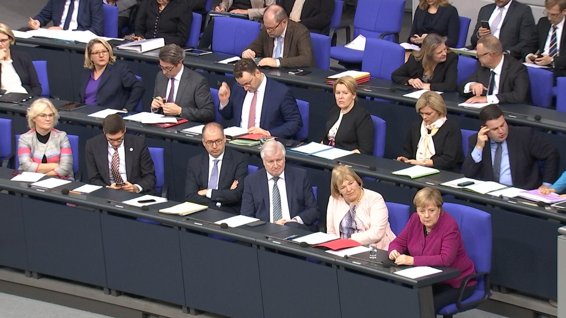 Zum 30. Jahrestag des Mauerfalls haben die Abgeordneten im Bundestag an den friedlichen Verlauf des Umbruchs 1989 erinnert.