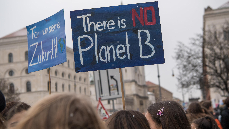 """""""There is no Planet B"""": Schülerdemo für Klimaschutz in München"""
