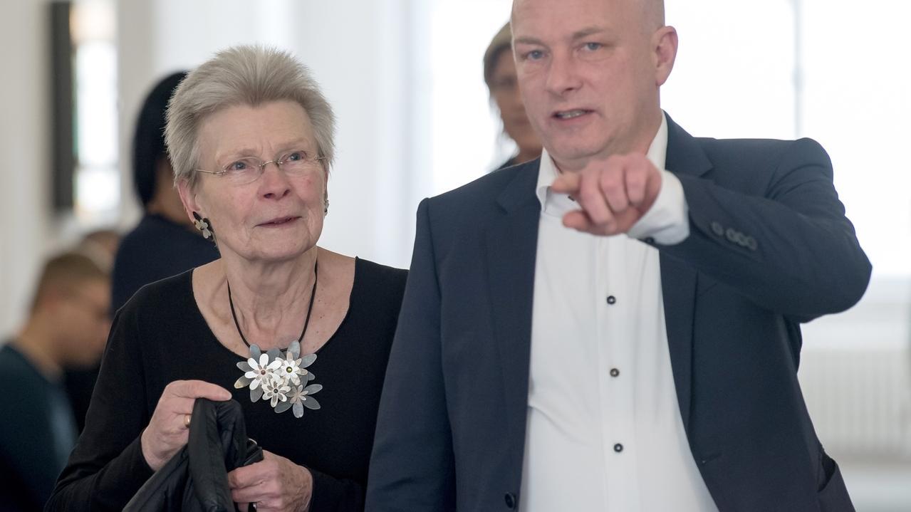 Altoberbürgermeisterin Christa Meier (SPD) und ihr angeklagter, suspendierter Nachfolger Wolbergs im Regensburger Landgericht.