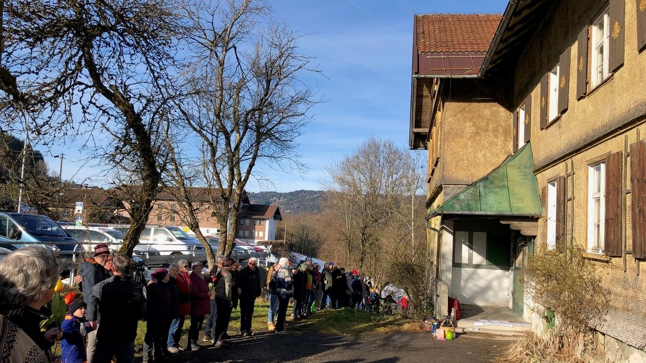 Menschenkette für die Alte Schule Bühl