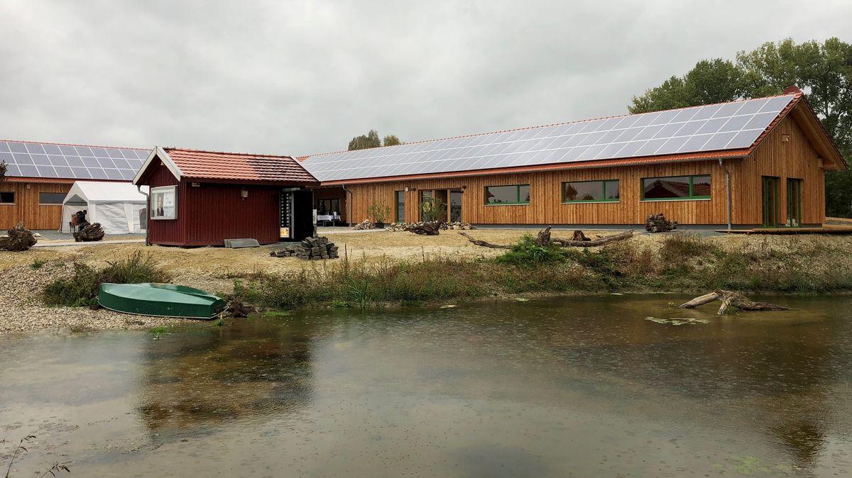 Das neu gebaute Gewässerkompetenzzentrum in Landau an der Isar