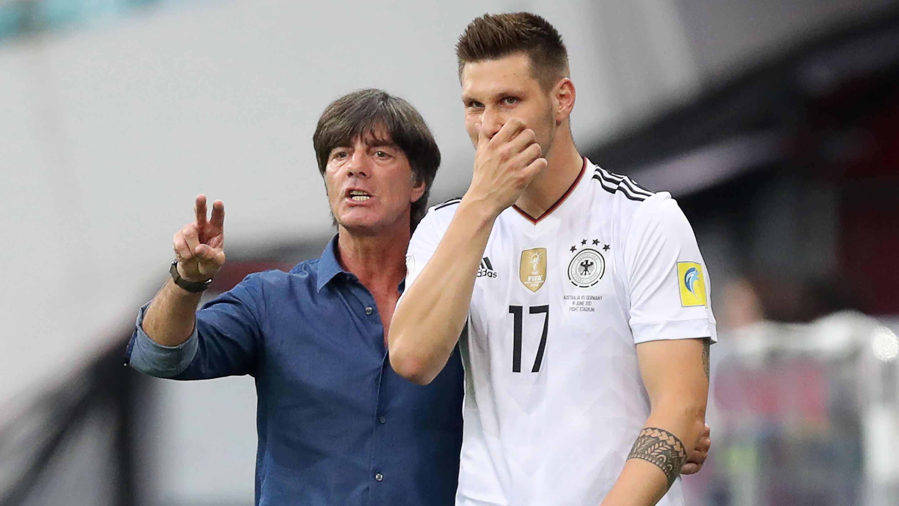 Bundestrainer Joachim Löw und Niklas Süle bei einem Länderspiel (Archivbild)