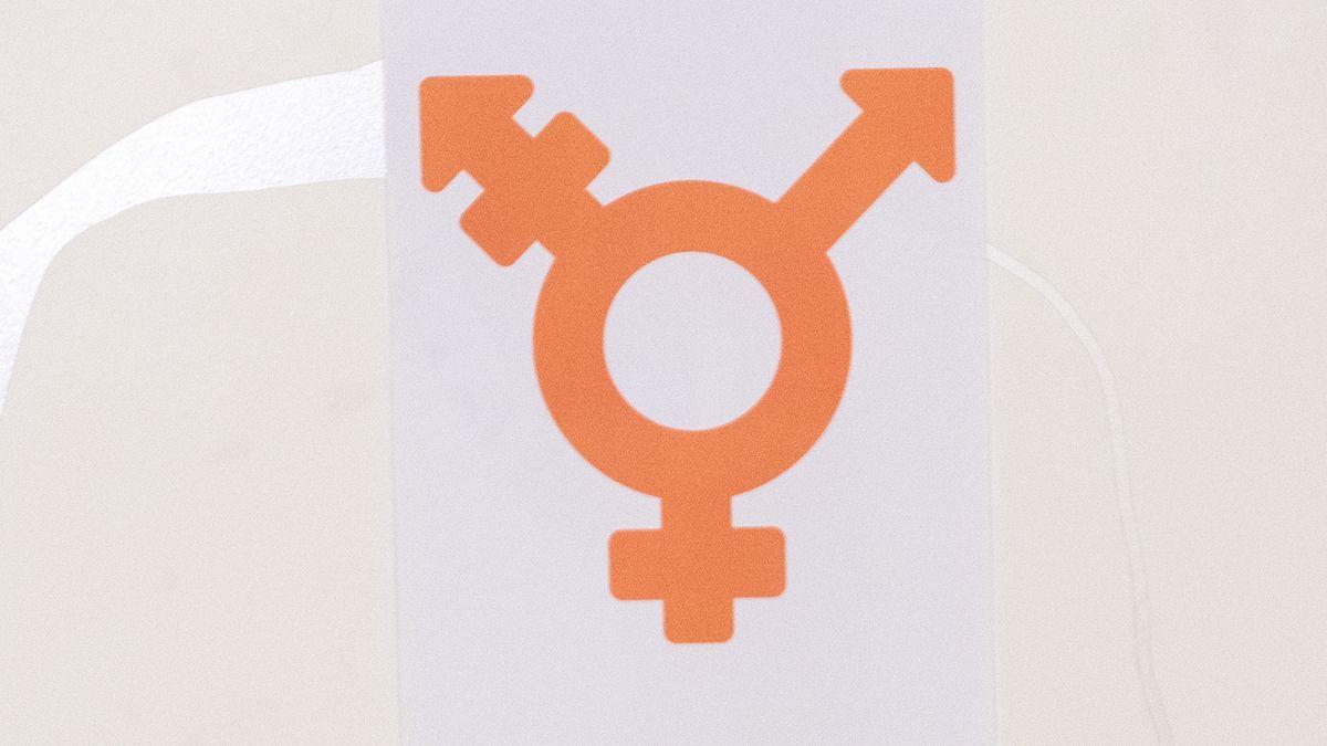 Aufkleber an einer Toilettentür in München für alle Geschlechter (2019).