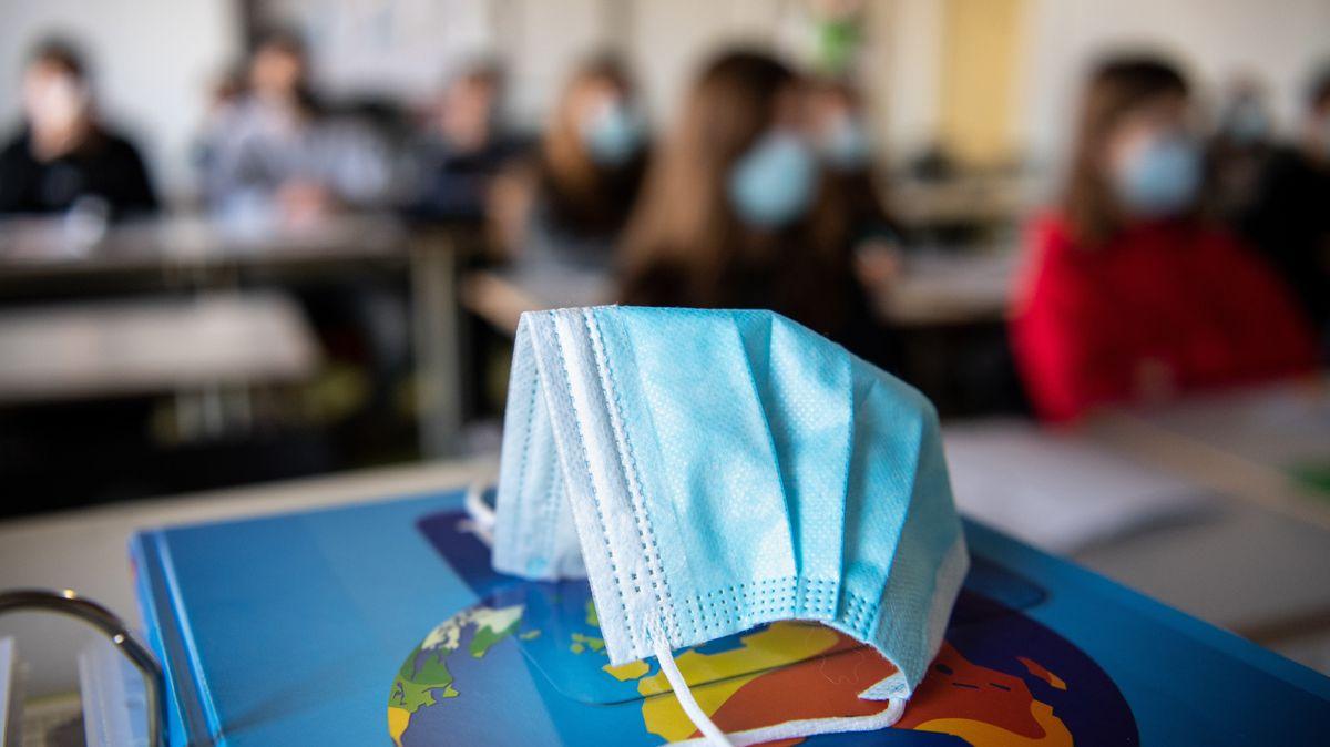 Mundschutz im Klassenzimmer (Symbolbild)