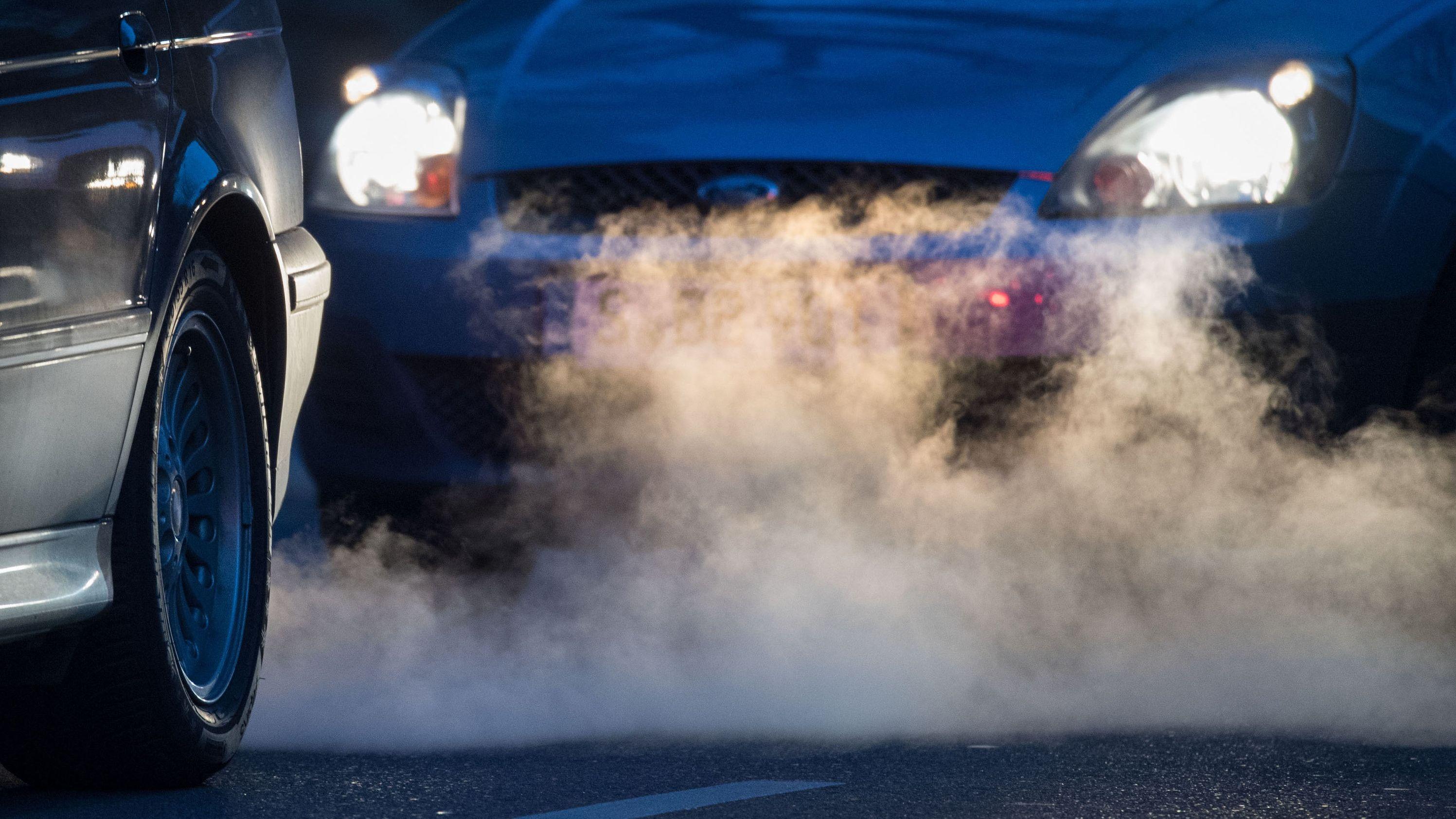 Autos und Abgase