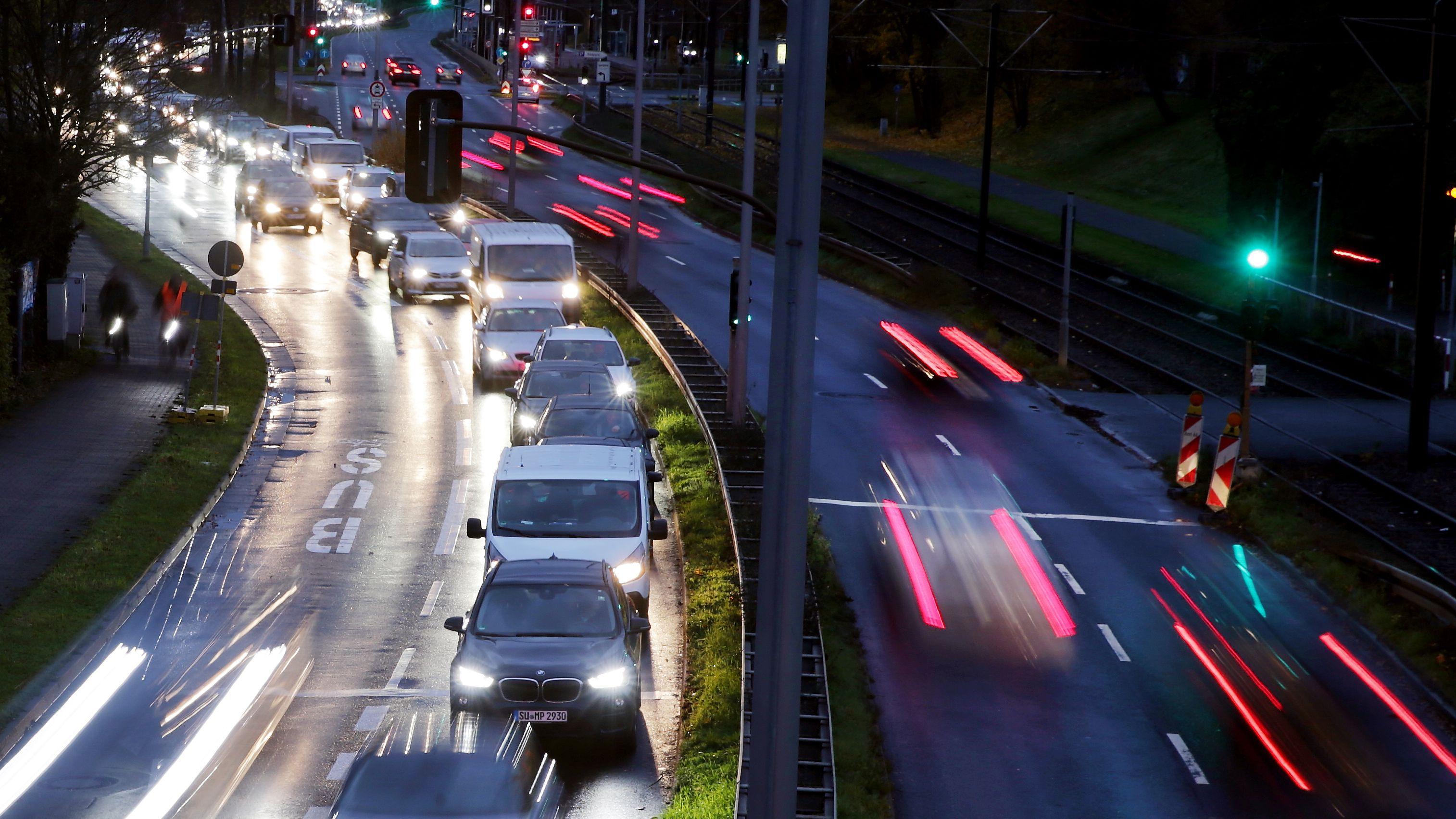 Autos bei Dunkelheit