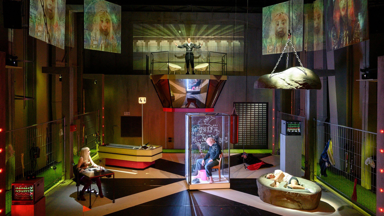 Bühnenbild der Augsburger Uraufführung