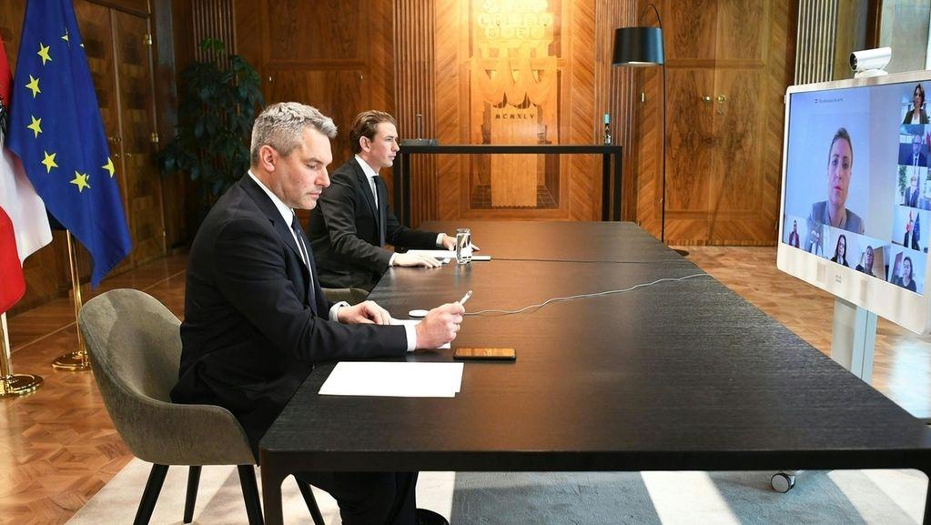 Innenminister Nehammer und Kanzler Kurz nach dem Terrorangriff in Wien.