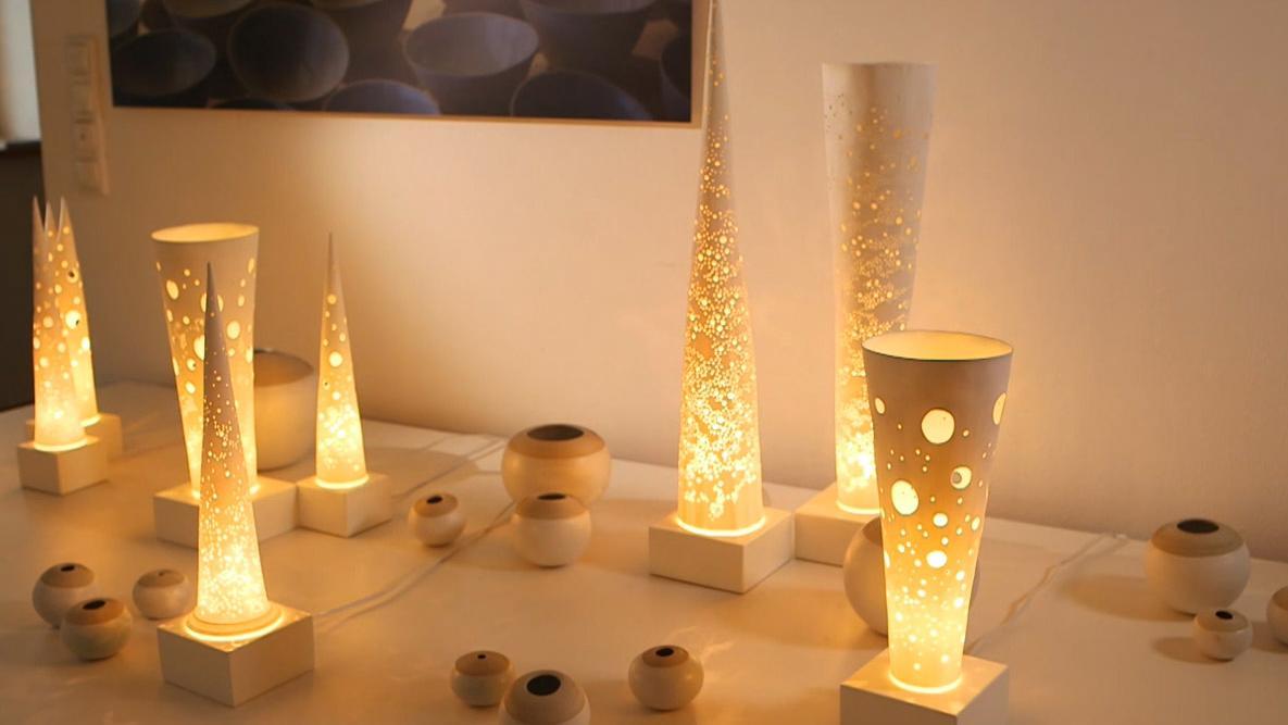Leuchtobjekte aus Porzellan von der Bamberger Künstlerin Christiane Toewe