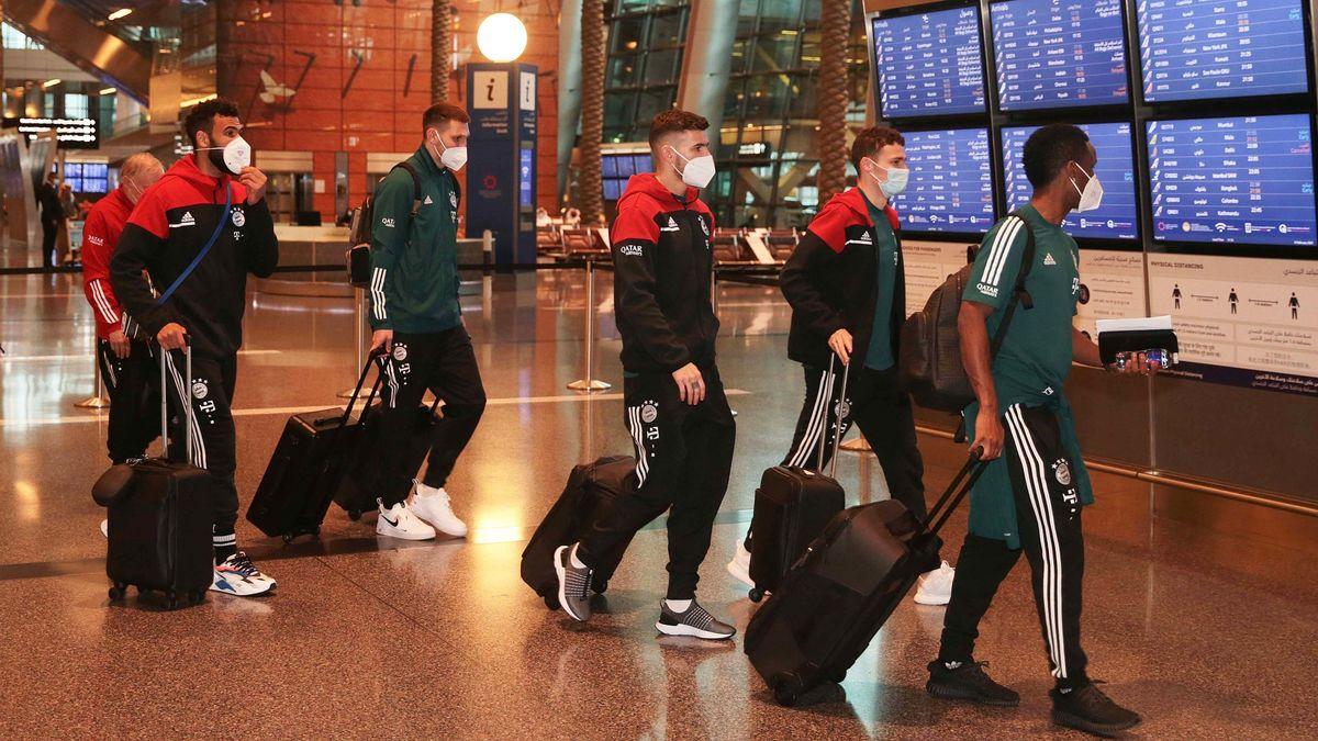 Der Trip des FC Bayern zur nächsten Titelmission hat in der Nacht von Freitag auf Samstag (06.02.2021) mit einer chaotischen Anreise begonnen