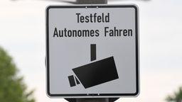 Schild: Testfeld Autonomes Fahren | Bild:picture-alliance/dpa