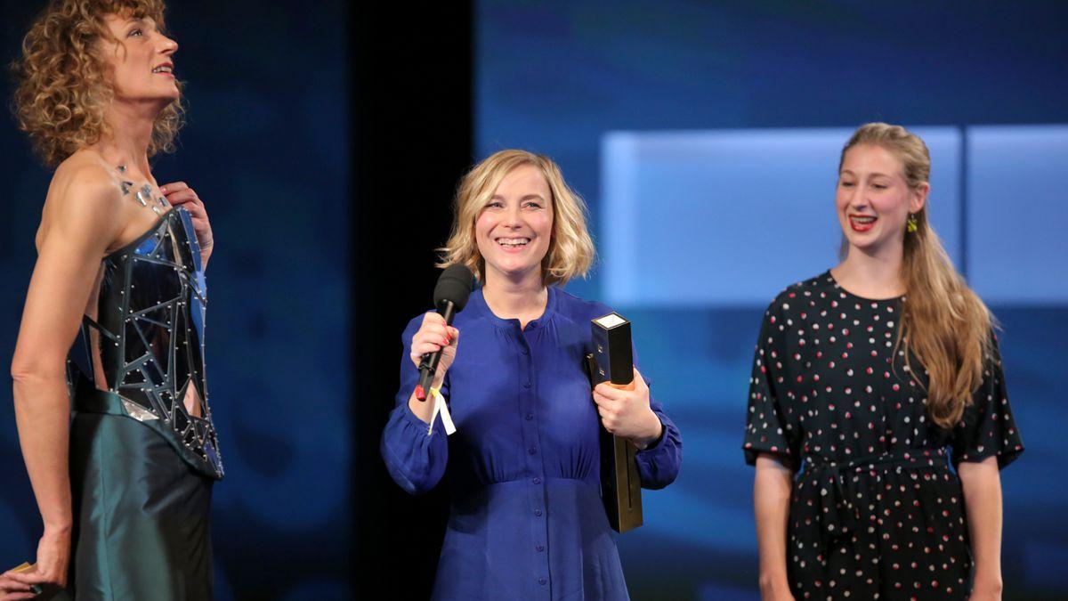 Stehen öfter gemeinsam auf der Bühne: Moderatorin Wiebke Puls und Preisträgerin Maja Beckmann, beide an den Münchner Kammerspielen
