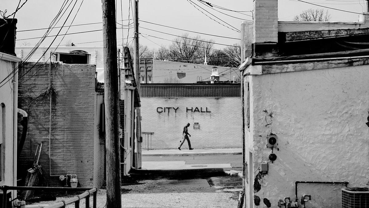 Mann vor City Hall