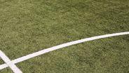 Schnittpunkt von Mittellinie und Mittelkreis auf einem Fußballfeld,   Bild: Creativstudio/ Rechtegeber: MEV