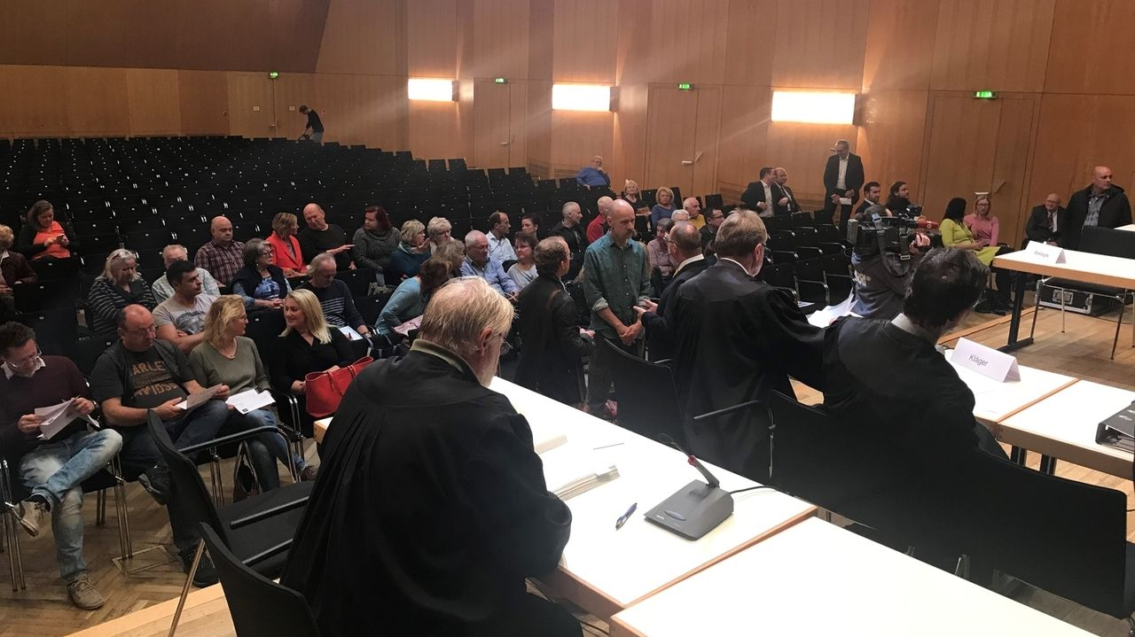 Gerichtsverhandlung in der Meistersingerhalle in Nürnberg.