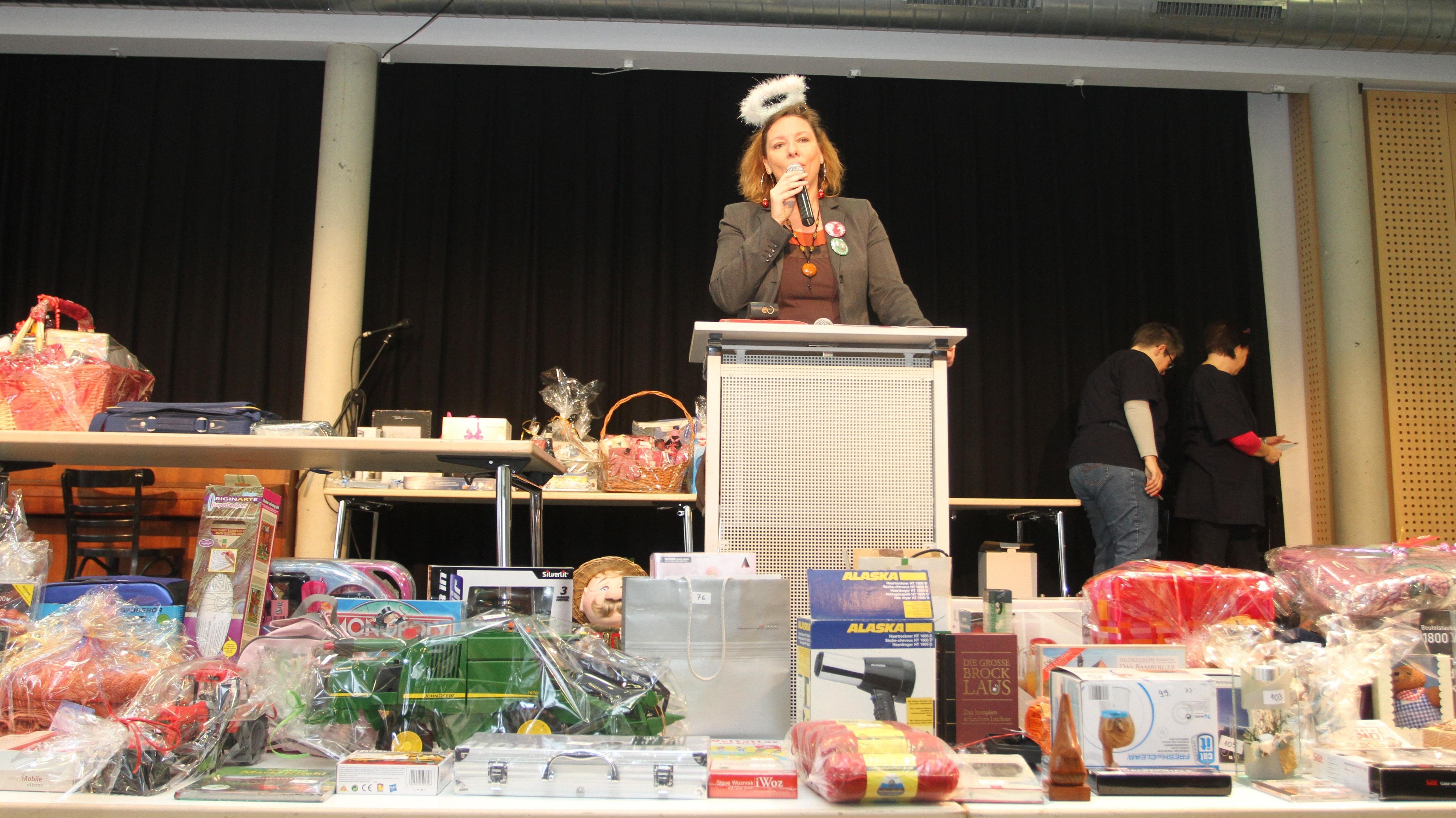 Geschenke Versteigerung Markt Der Langen Gsichter In Nürnberg Br24