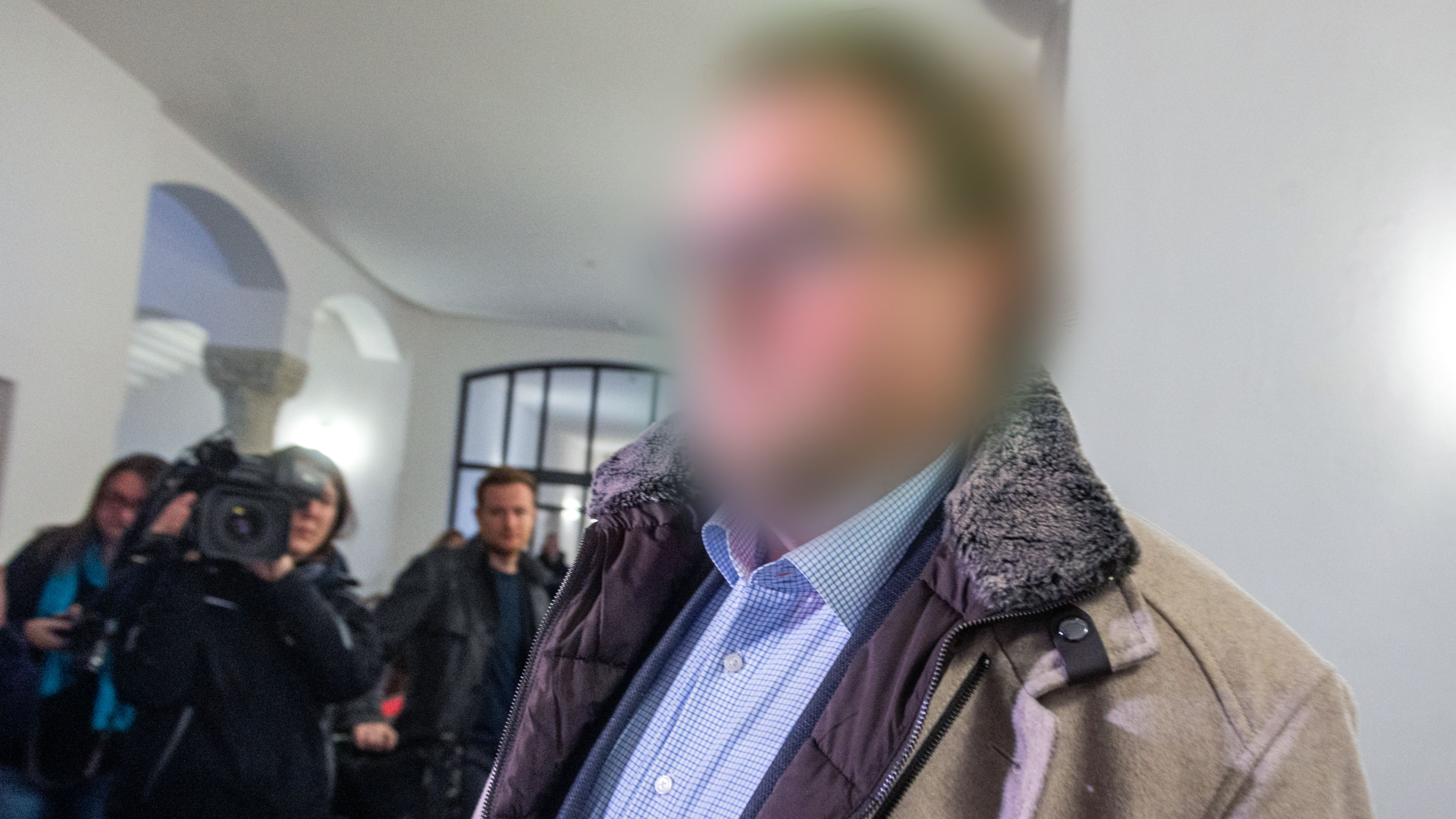 Der Angeklagte im Landgericht Regensburg