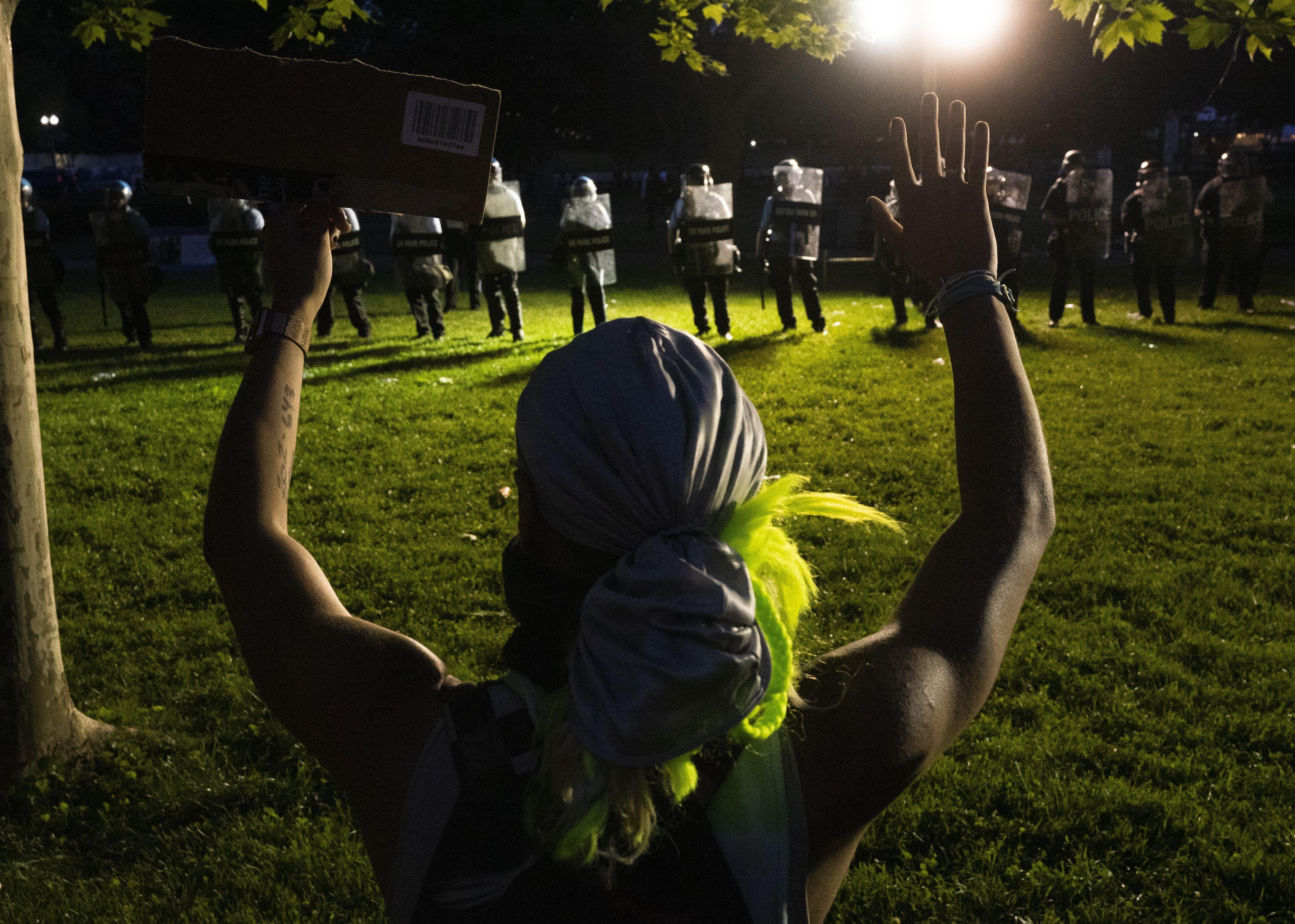 Proteste in den USA eskalieren: Städte verhängen Ausnahmezustand - mehrere Tote