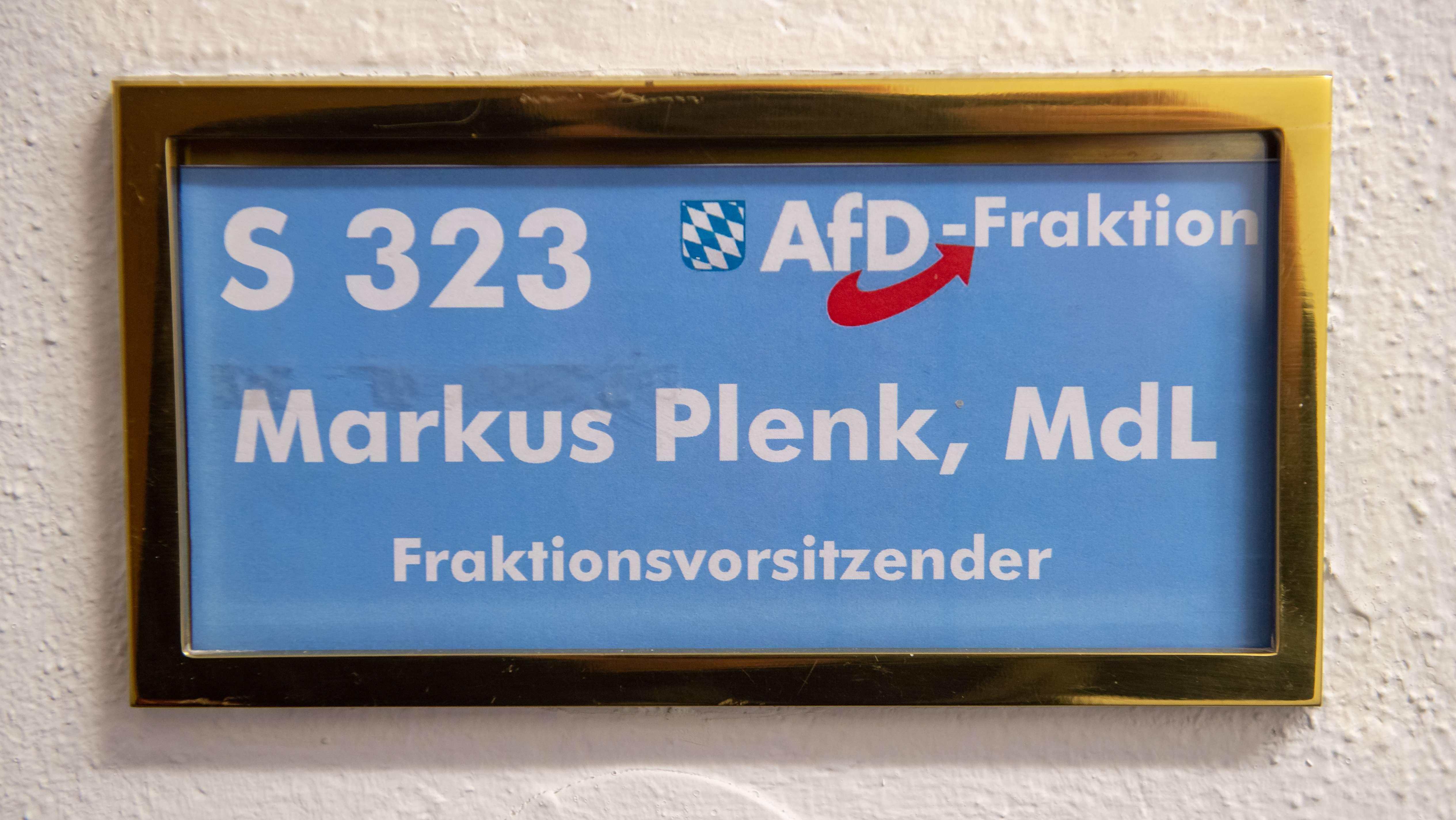Türschild AfD-Fraktionsvorsitzender im Bayerischen Landtag, Markus Plenk